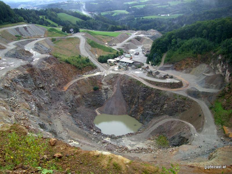 Unschönes Loch in der Landschaft beim Radlpass