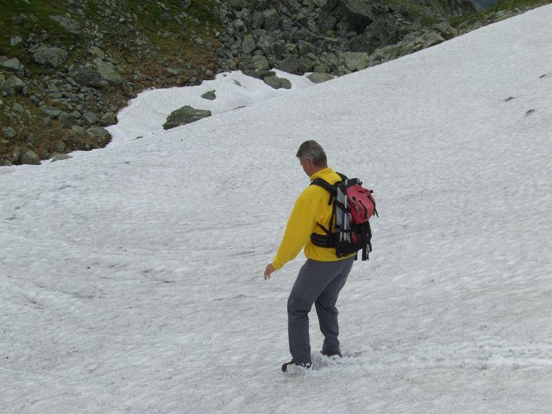 Abfahrt über das Schneefeld