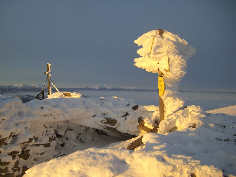Wegweiser oder Schneeskulptur?