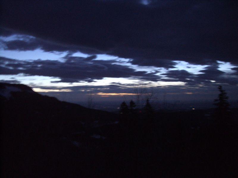 Die Morgendämmerung, vom Parkplatz aus gesehen