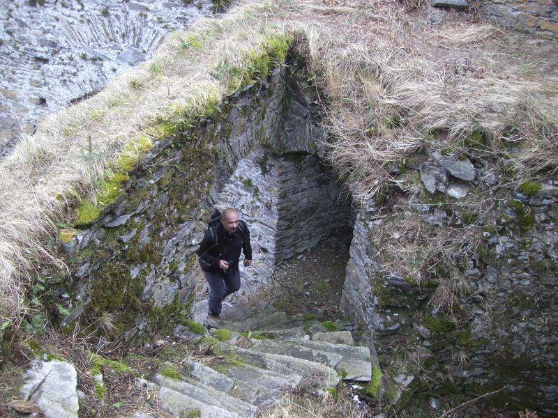 Orotl erkundet die Ruine Hauenstein...