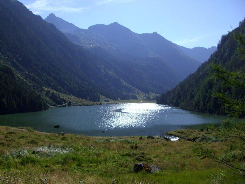 Der Riesachsee, links hinten die Hochwildstelle