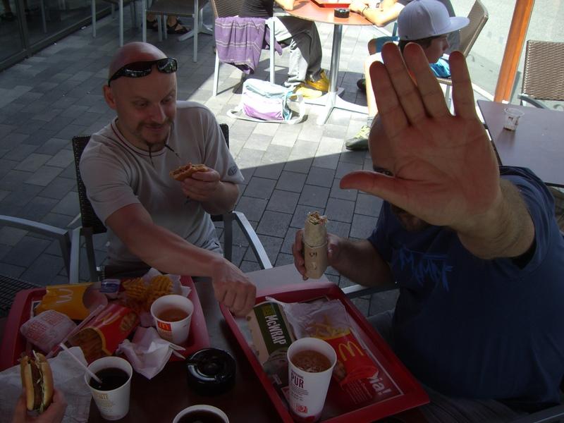 Endlich verstehe ich Orotls McD-Abneigung: Weil ihm rutschger immer das Essen stibitzt!