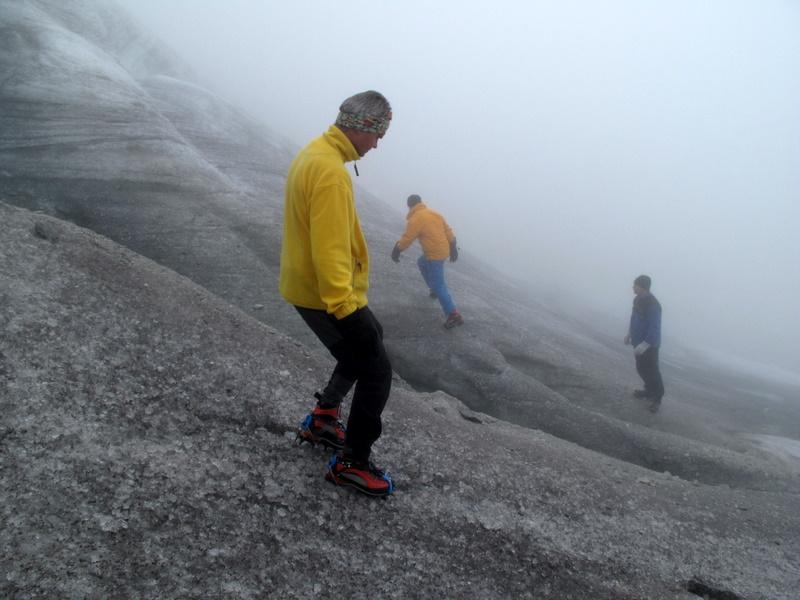 Die ersten zaghafen Schritte mit Steigeisen