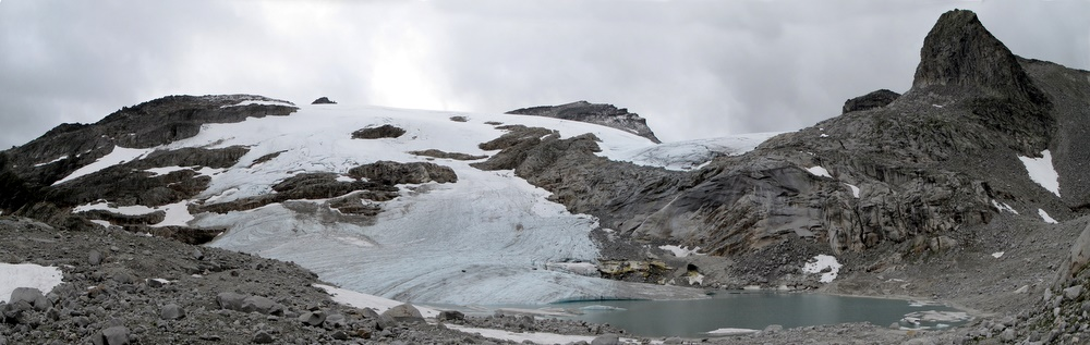 Unsere Tourenziele in dieser Woche: die Hohe Fürlegg (im Hintergrund rechts), der Stubacher Sonnblick (Mitte) sowie die Granatspitze (lugt links der Mitte hervor)