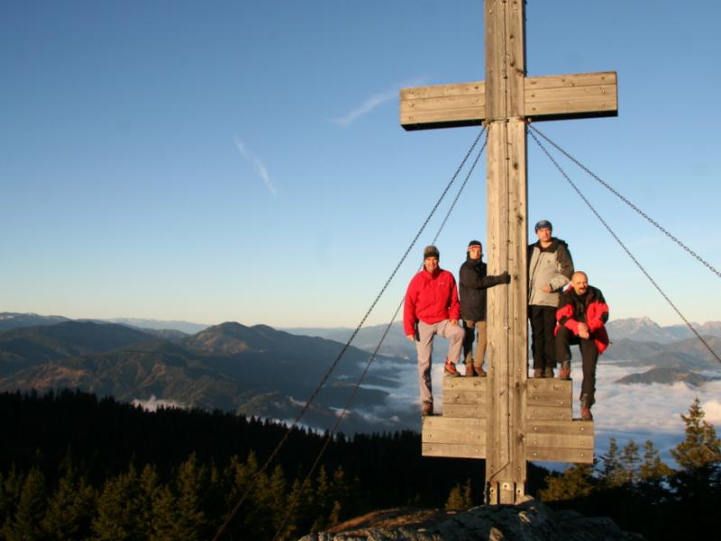 Sonnenanbeter mit Gipfelkreuz