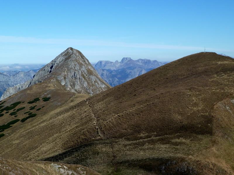 Vom Wildfeld aus erblicke ich den Stadelstein (2070m)...
