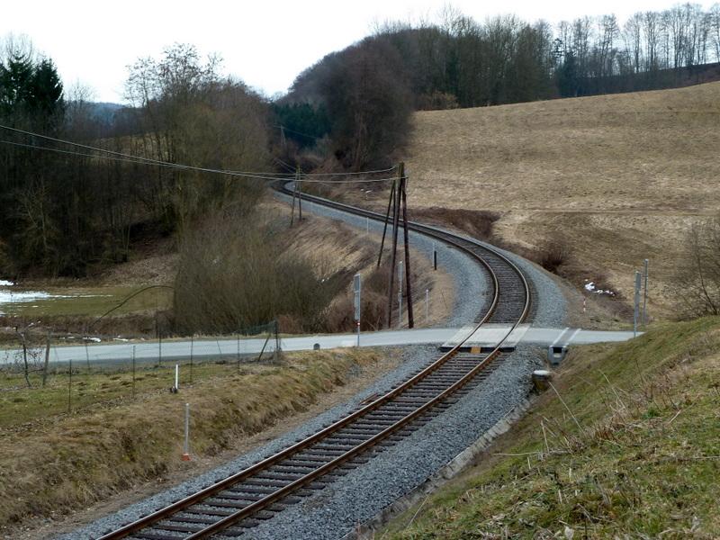 Die Kukuruzbahn windet sich durchs Hügelland