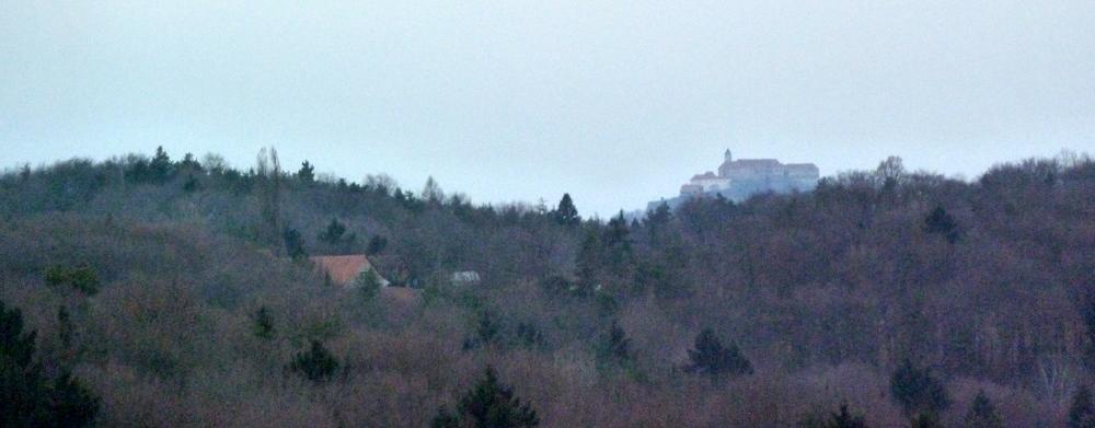 Der letzte - gezoomte - Blick zurück zur Riegersburg