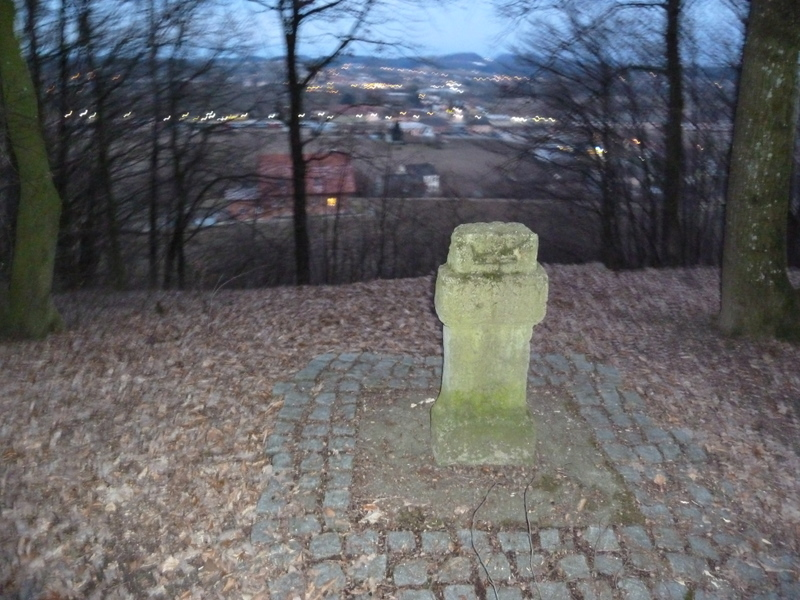 Der Römerstein und das nächtliche - und verwackelte - Fehring