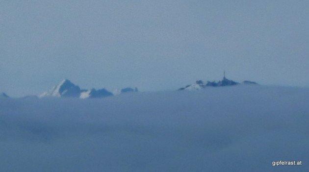 Berge ragen aus dem Nebelmeer - Skuta (2532m) und Uršlja Gora (1699m)