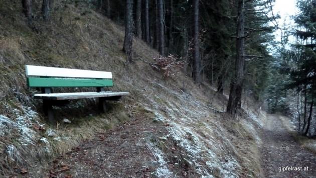 Bankerl im Bahnwanderweg-Design