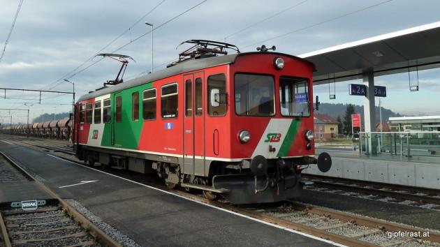 Triebwagen am Bahnhof Feldbach