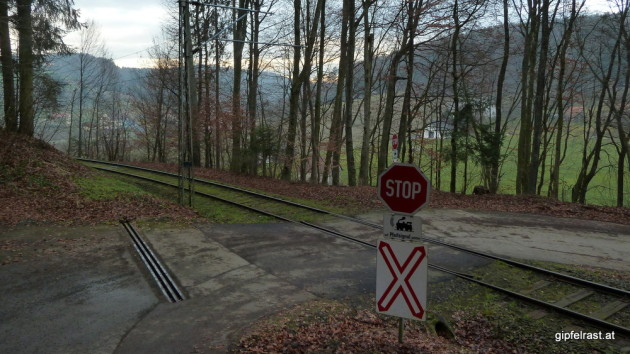 Bahnüberquerung knapp vor Maierdorf