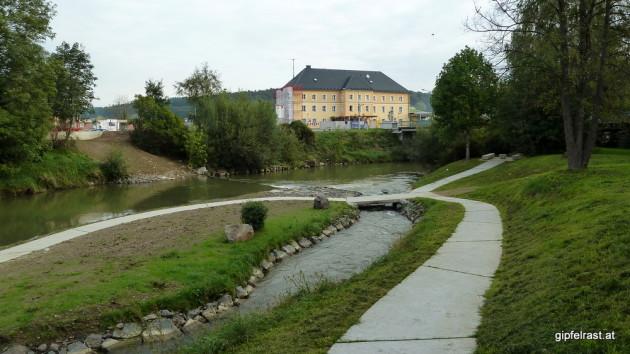 Die Raab beim Bahnhof Feldbach