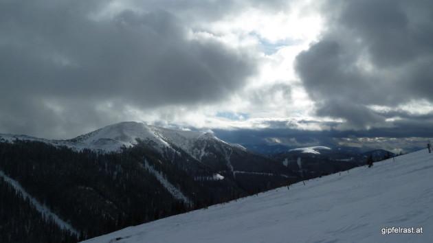 Interessante Wolkenstimmungen gibt's heute zur Genüge. Rossbachkogel und Terenbachalm