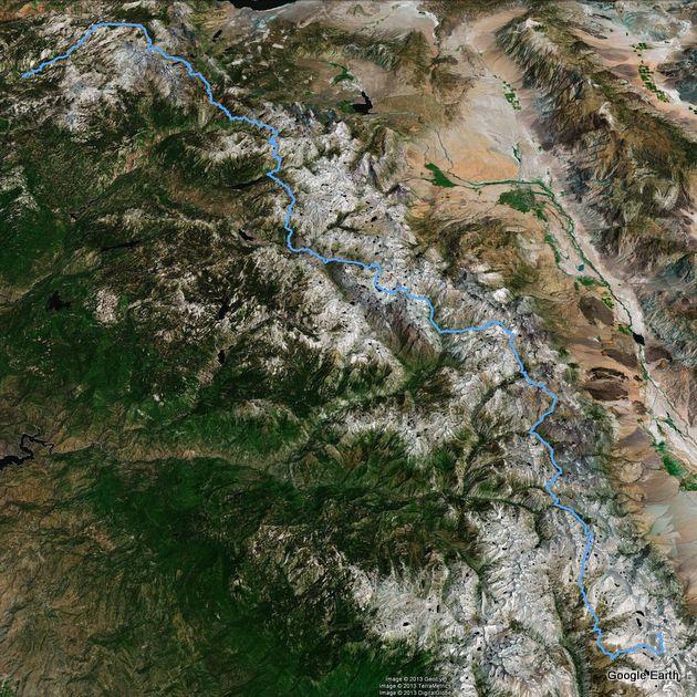 Der John Muir Trail, wie er sich durch die Sierra Nevada schlängelt