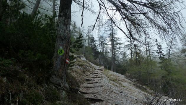 Der Weg führt durch Geröllfelder