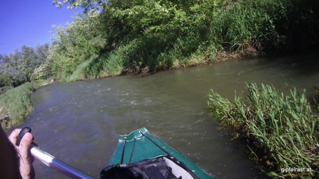 Auf Grund der relativ hohen Fließgeschwindigkeit haben wir die eine oder andere Uferberührung