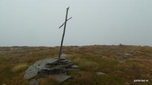 Das gebastelte Gipfelkreuz der Würflinghöhe