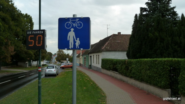 Neue Schilder: Weitwanderweg ohne Benützungspflicht