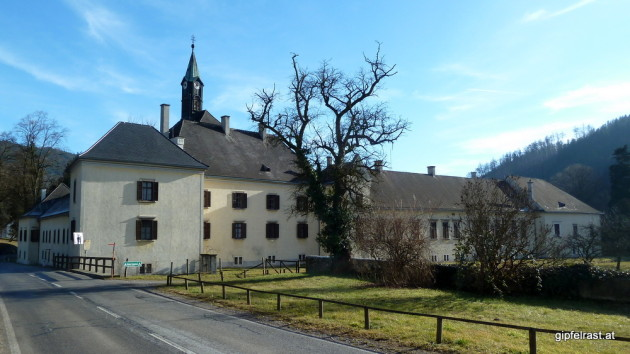 Beim Schloss Waldstein müssen wir zweimal links abbiegen