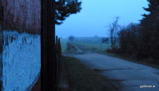 Ortsende von Nickelsdorf im Morgengrauen