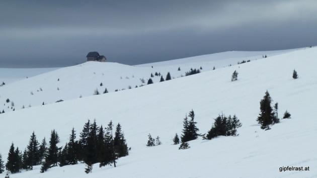 Die Wolfsberger Hütte thront über dem Lavanttal