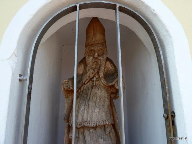 Liebe Kinder, ich habe eine traurige Mitteilung zu machen. Der Hl. Nikolaus sitzt derzeit im Gefangenenhaus Cobenzl in Einzelhaft. Daher fällt die Bescherung am 6. Dezember leider aus. Die gute Nachricht: der Krampus kann trotzdem kommen!