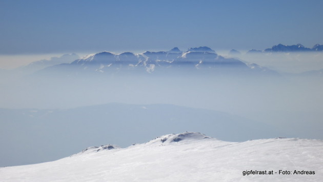 Blick ins kärntner und slowenische Nebelmeer