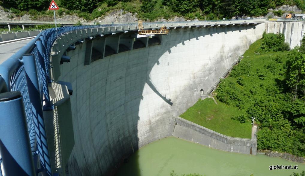Die Staumauer des Klauser Sees