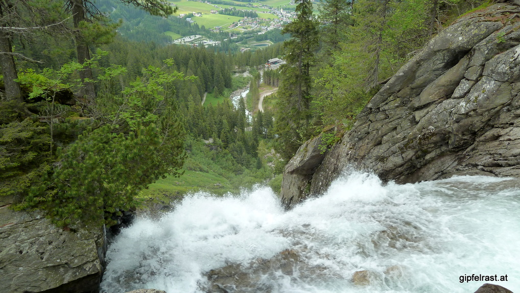 Blick über den dritten Wasserfall hinunter nach Krimml