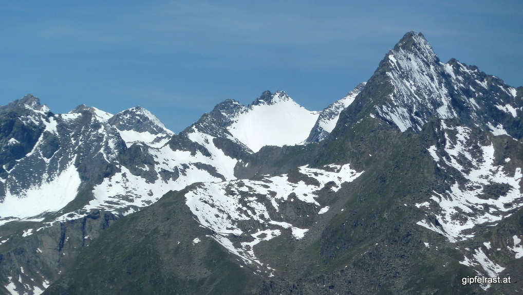 Blick zum Großen Horntaler Joch (der Einschnitt vor dem Schneefeld)