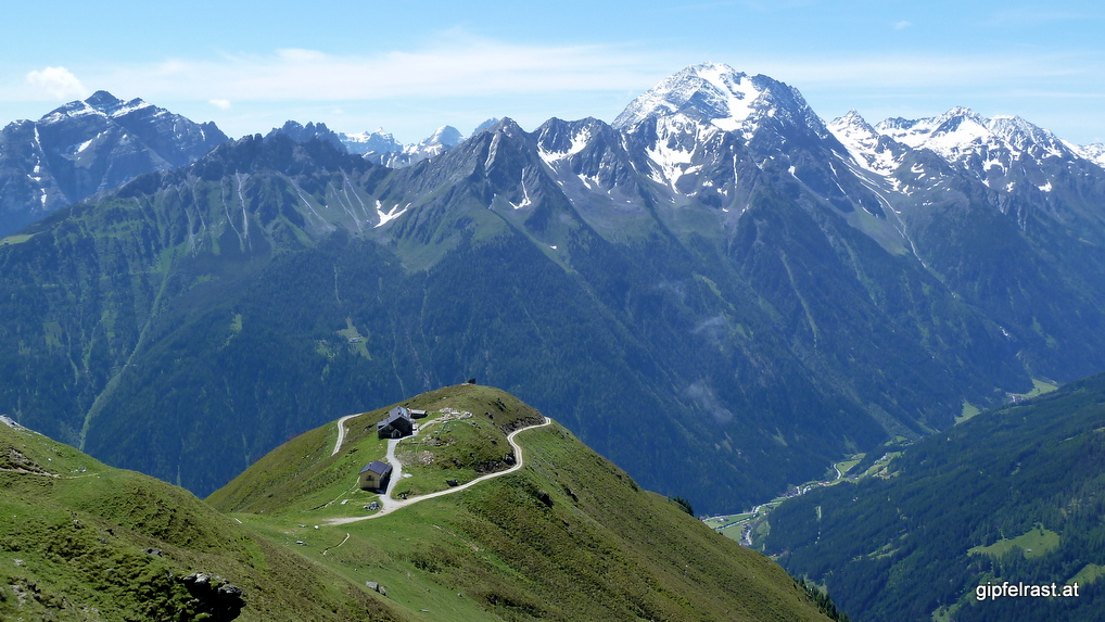 Die Starkenburger Hütte thront auf einem aussichtreichen Platz