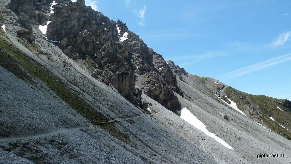 Lange Geröllquerung unterhalb der Schlicker Seespitze
