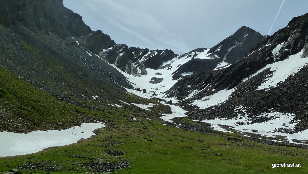 Dank des Schneefelds brauche ich vom Gipfel bis zu diesem Foto nur 30 Minuten