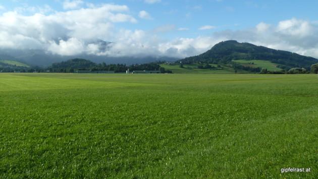 Blick in Richtung Aigen (hinter den Hügeln)