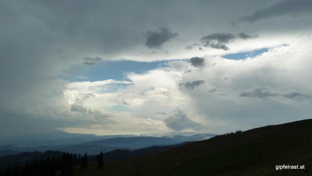 ...doch vom Himmel lacht ein Wolkenclowngesicht