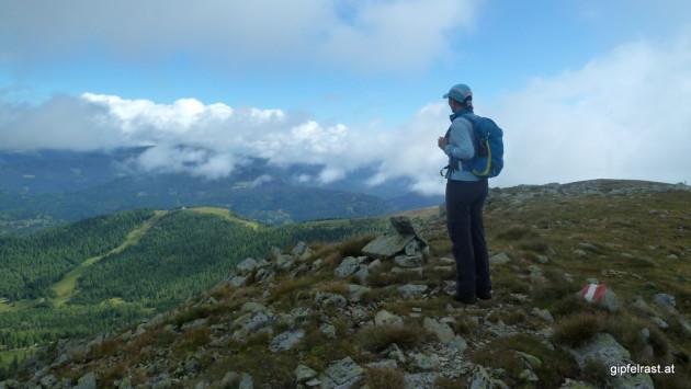 Blick zum Hirnkopf, die Gipfel von gestern sind noch in Wolken