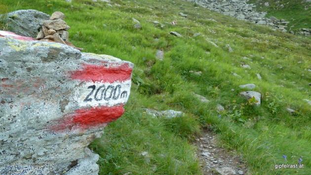 Ein Felsen mit eingebautem Höhenmesser