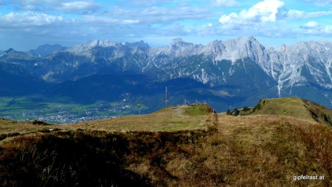 Beim Gipfelkreuz der Schwalbenwand (2011m)