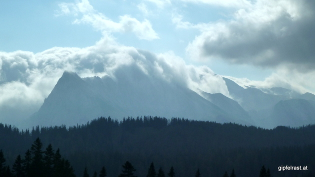 Die Wolken haben die zahllosen Hochschwabgipfel heute fest im Griff