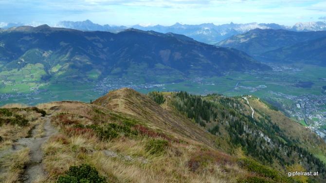 Auf der selben Route marschieren wir wieder in Tal (zur Seilbahn)