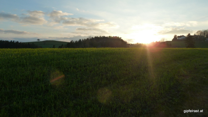 Beim Örtchen Stang beginnt sich der Sonnenuntergang zu entfalten