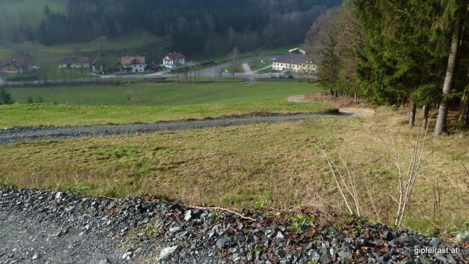 Im Tal fließt die Landesgrenze zwischen Niederösterreich und der Steiermark