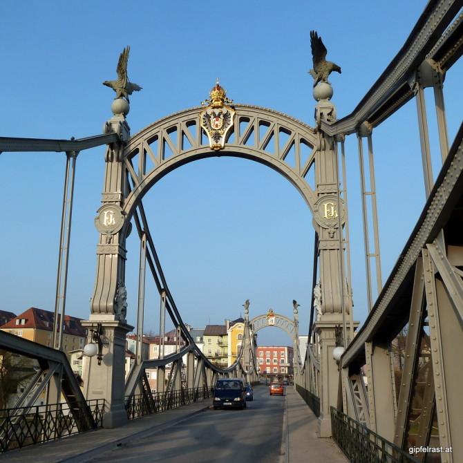 Die Brücke zwischen Laufen/Bayern und Oberndorf/Salzburg