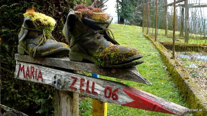 Altgedientes Schuhwerk eines Mariazellpilgers