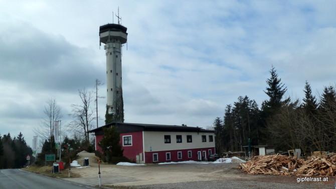 Die Kobernaußerwald Warte mit dem Turmwirt