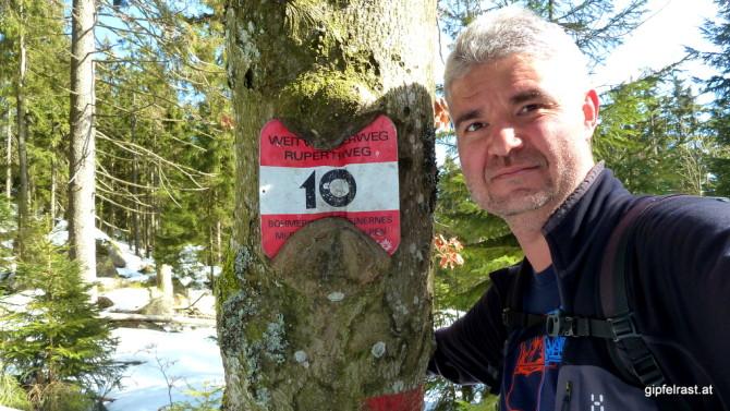 Knapp unter dem Gipfel: Das erste 10er-Taferl