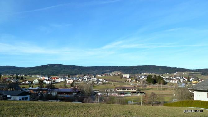 Rückblick auf den Bärenstein (die sanfte Kuppe rechts)